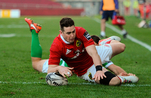 Ronan O'Mahony scores Munster's fifth try despite the efforts of Treviso's Alberto Sgarbi at Thomond Park yesterday. Photo: Diarmuid Greene