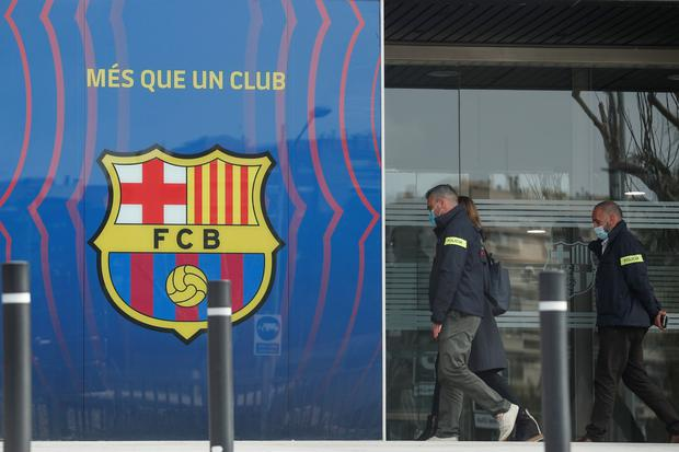 Mossos d'Esquadra police officers enter the offices of FC Barcelona yesterday. Photo: Albert Gea/Reuters