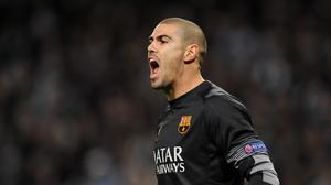 Victor Valdes has signed an 18-month contract with Barcelona