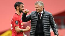 Ole Gunnar Solskjaer, right, and Bruno Fernandes celebrate United's victory at Bournemouth (Peter Powell/PA)
