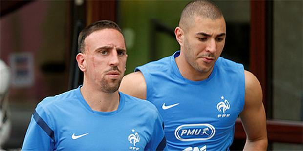 France's Franck Ribery, left, and Karim Benzema during squad training