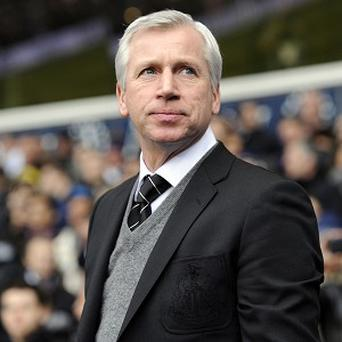 Alan Pardew wants set teams of referees and assistants
