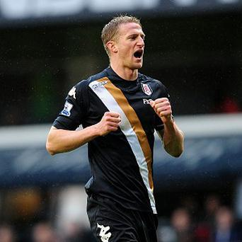 Brede Hangeland is set to stay with Fulham until at least 2015