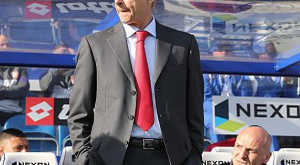 Arsene Wenger wants to challenge for the Premier League title again