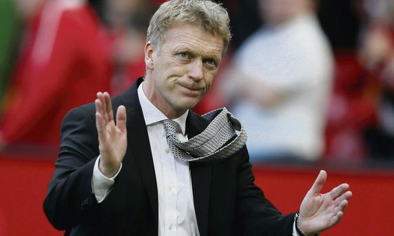 David Moyes acknowledges the Manchester United fans after losing to West Brom