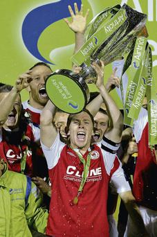 St Patrick's Athletic captain Conor Kenna lifts the Airtricity League Premier Division Trophy alongside his team-mates MATT BROWNE/SPORTSFILE