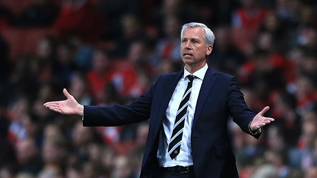 Alan Pardew will remain in Newcastle's dugout