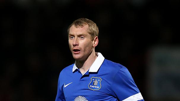 Tony Hibbert has agreed a new deal with Everton