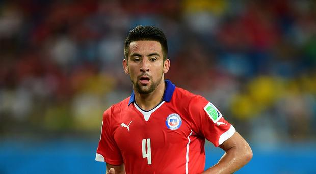 Mauricio Isla will join QPR on loan deal from Juventus