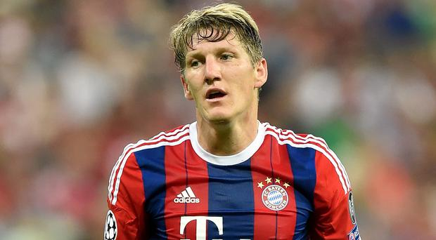 Manchester United are reported to be close to signing Germany's World Cup winning midfielder Bastian Schweinsteiger for a fee of €10.5m