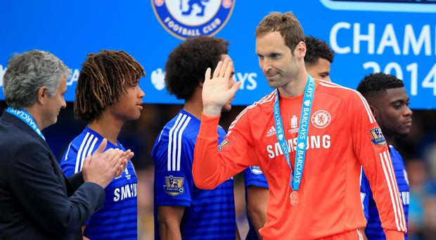 Chelsea boss Jose Mourinho says he supports the decision to sell goalkeeper Petr Cech to Arsenal