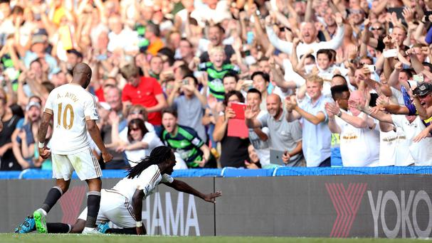 Bafetimbi Gomis earned Swansea a point