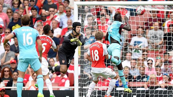 Cheikhou Kouyate heads home the opening goal
