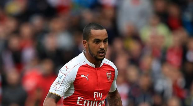 Theo Walcott has urged Arsenal to bounce back quickly from their defeat to Dinamo Zagreb