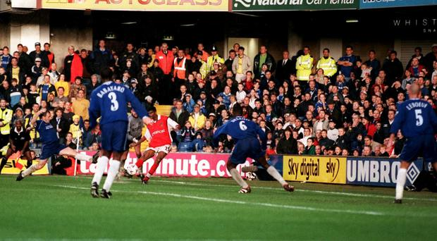 Kanu scores Arsenal's winner at Stamford Bridge in 1999