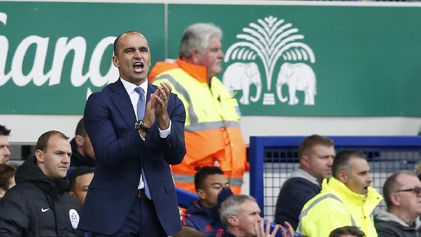 Everton boss Roberto Martinez has challenged his side to get a positive result at Arsenal