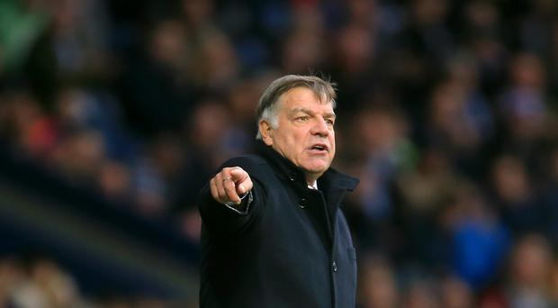 Sunderland manager Sam Allardyce believes his side must play without fear if they are to climb the Barclays Premier League table