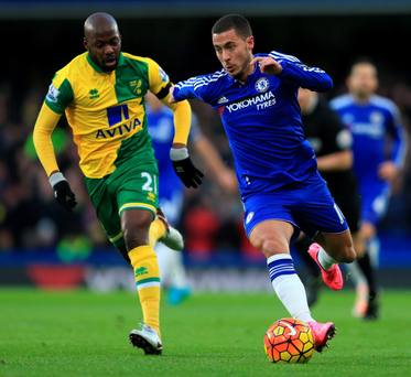 Eden Hazard gets away from Gary O'Neil