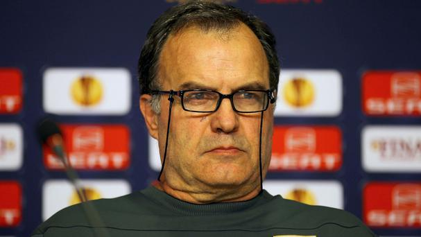 Former Argentina, Chile and Athletic Bilbao coach Marcelo Bielsa has emerged as the favourite for Swansea's managerial vacancy.