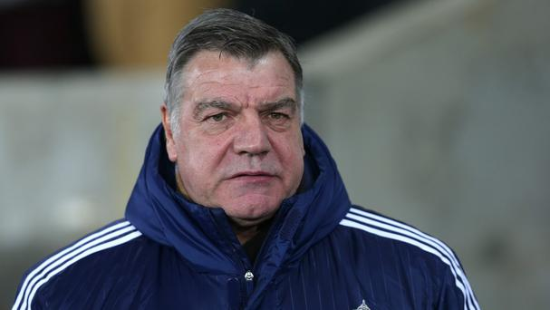 Sunderland manager Sam Allardyce is backing Saturday's opponents Tottenham for a top-four finish