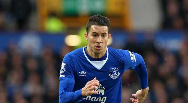 Bryan Oviedo has signed a new contract at Goodison Park