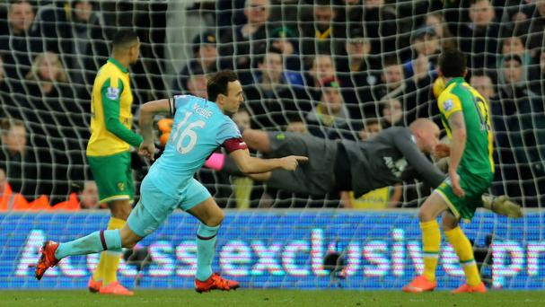 Mark Noble, centre, scored West Ham's equaliser against struggling Norwich