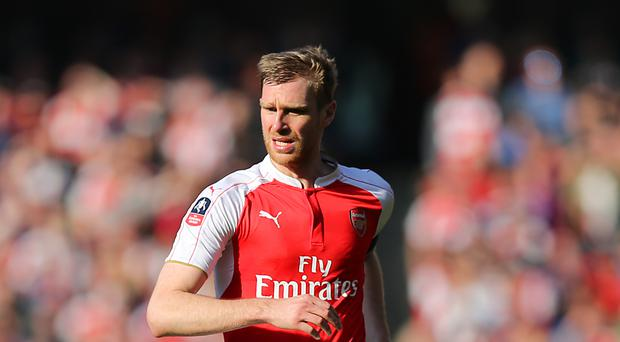 Per Mertesacker does not believe Leicester's 11-point lead over Arsenal is insurmountable