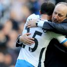 Newcastle manager Rafael Benitez congratulates Andros Townsend on his winning goal
