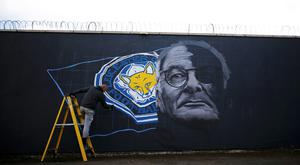 Artist Richard Wilson spray paints a mural of Leicester City manager Claudio Ranieri in Leicester. Photo: Reuters