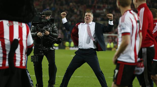 Sunderland manager Sam Allardyce, centre, celebrates after his side beat Everton