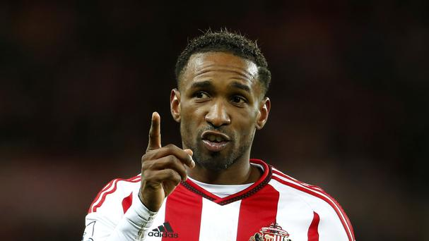 Sunderland striker Jermain Defoe has signed a one-year contract extension