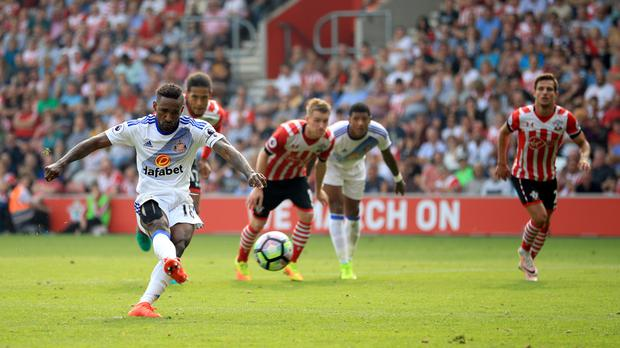 Southampton hit back after Jermain Defoe scored from the spot