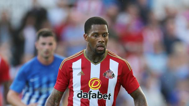 Sunderland's Jeremain Lens looks set to join Turkish club Fenerbahce on a season-long loan.