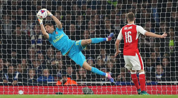 Arsenal goalkeeper Emiliano Martinez has signed a new deal with the club