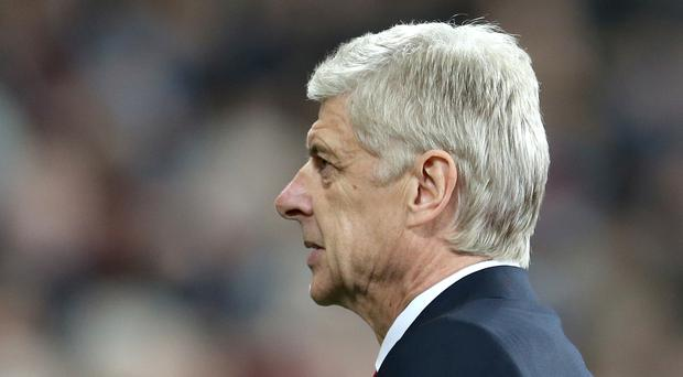 Arsene Wenger has played down receiving criticism from fans