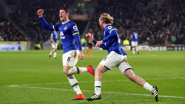 Barkley's late goal gives Everton draw with woeful Hull City