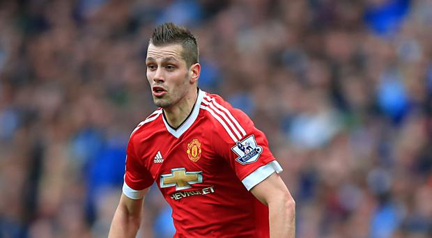 Morgan Schneiderlin has completed his move to Everton