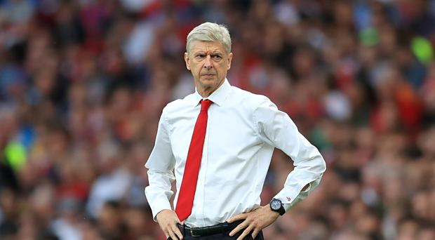 Arsene Wenger wants Arsenal focused on beating Chelsea and not whether he will stay as manager next season