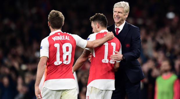 Mesut Ozil, centre, says he has a good relationship with Arsene Wenger, right