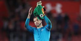 Arsenal goalkeeper Petr Cech has urged the club to keep the team together this summer