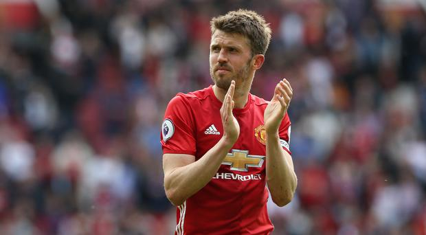 Manchester United's Michael Carrick has signed a one-year contract extension