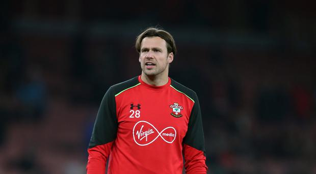 Southampton goalkeeper Stuart Taylor has signed a new deal