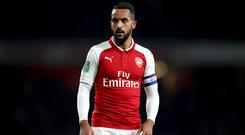Theo Walcott has completed a move to Everton