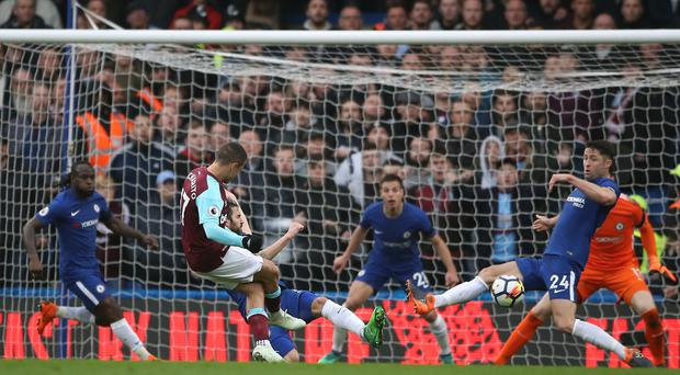 West Ham earned a point at Chelsea thanks to Javier Hernandez's equaliser