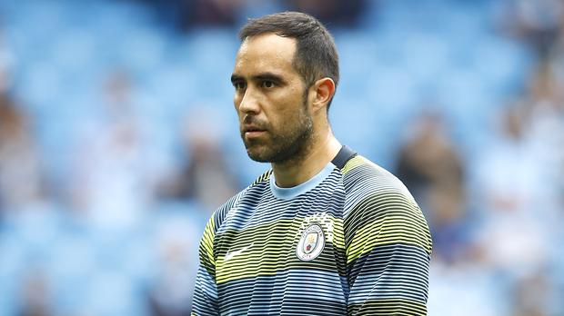 Manchester City goalkeeper Claudio Bravo ruptures Achilles tendon