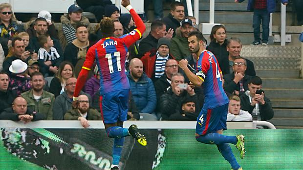Crystal Palace's Luka Milivojevic (right) celebrates scoring his side's first goal of the game from the penalty spot during the Premier League match at St James' Park, Newcastle.
