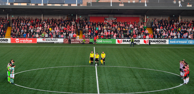 Players and officials observe a minute's silence in tribute to the late writer and journalist Lyra McKee prior to Friday's match between Derry City and Shamrock Rovers. Photo: Stephen McCarthy. Photo: Stephen McCarthy
