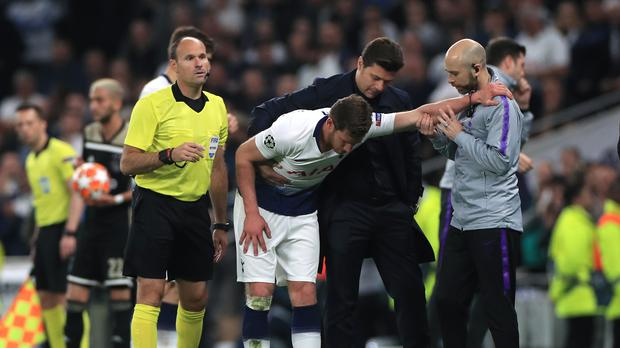Tottenham Hotspur manager Mauricio Pochettino assists Jan Vertonghen after the clash (Mike Egerton/PA)