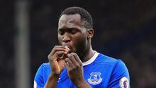 Everton striker Romelu Lukaku has told the club he does not want to sign his new contract