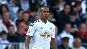 Wayne Routledge has extended his Swansea contract until 2018
